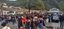 Servidores reivindicam melhorias para categoria com passeata e ato público em Ouro Preto