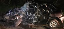 Homem morre em acidente entre carro e caminhão