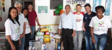 Diretoria e voluntários da Cooperouro realizam entrega dos donativos ao Lar São Vicente de Paulo. - Foto de Allan Almeida