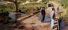Prefeitura realiza desassoreamento do Córrego do Prata em Santo Antônio do Leite