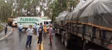 Batida entre um caminhão e uma carreta provoca congestionamento na Rodovia do Contorno - Foto de Paulo Noronha