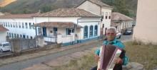 Entrevista - Acordeonista encanta moradores e turistas todas as tardes em Ouro Preto - Foto de Michelle Borges